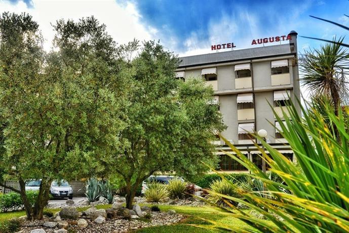 Hotel villa augusta grado compare deals for Hotel meuble villa patrizia grado