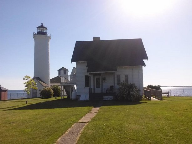 HI - Tibbetts Point Lighthouse Hostel
