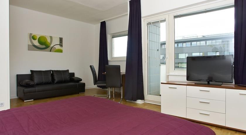 rs apartments am kadewe berlin compare deals. Black Bedroom Furniture Sets. Home Design Ideas