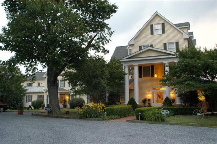 The Oaks Waterfront Inn