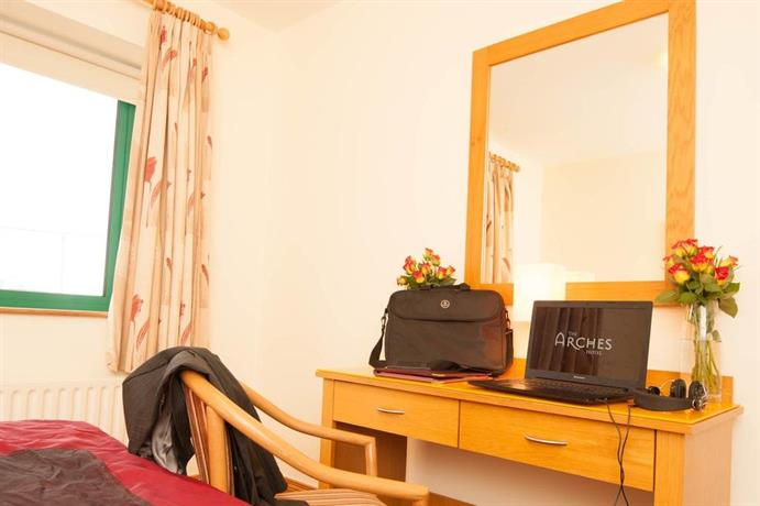 the arches hotel claregalway comparez les offres. Black Bedroom Furniture Sets. Home Design Ideas