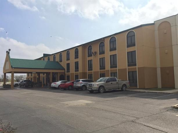 Supreme Inn & Suites - St James