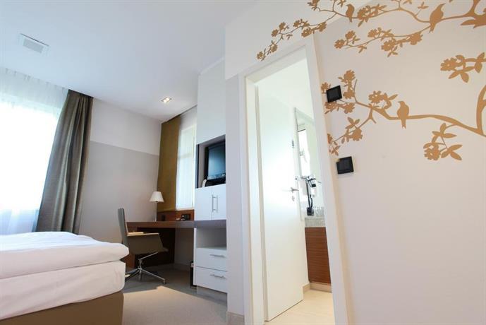 seminar freizeit hotel grosse ledder wermelskirchen vergelijk aanbiedingen. Black Bedroom Furniture Sets. Home Design Ideas