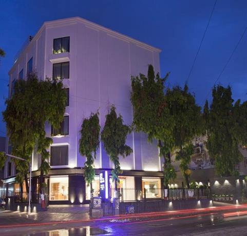 Hotel rezaas ahmedabad comparer les offres for Comparer les hotels