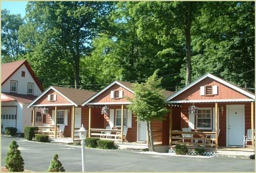 Seven dwarfs cabin on the brook cabins lake george for Cabin cabin in wisconsin dells con piscina all aperto