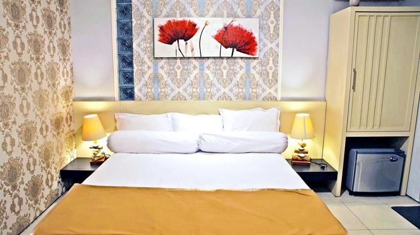 RedDoorz Plus near Perbanas - Booking dan Cek Info Hotel