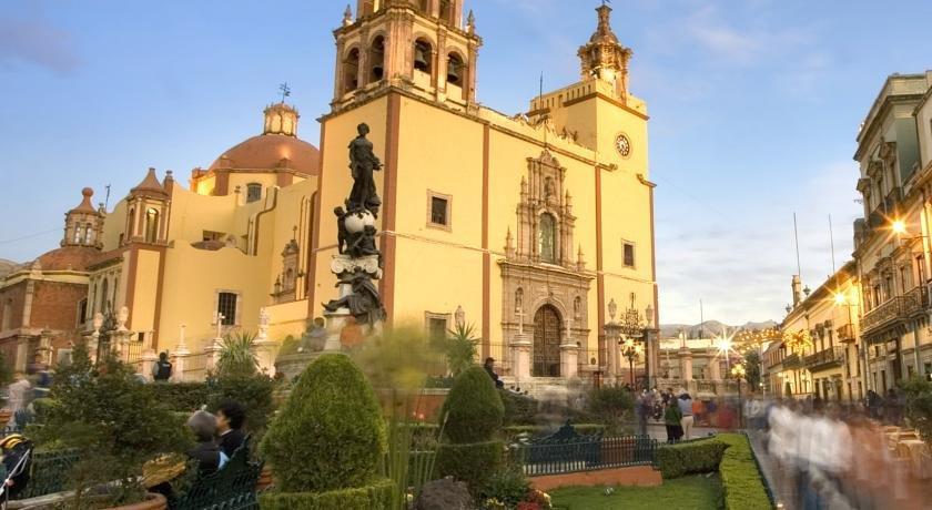 Hotel casa san roque guanajuato compare deals for Casas en leon gto