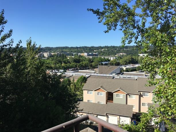 Homestay in Redmond near Black Raven Brewing Company