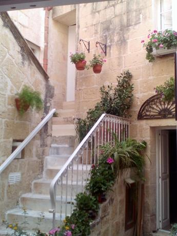 Homestay in Attard near Ta' Qali National Stadium
