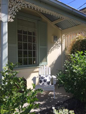 Homestay in Hampton near Port Philip Bay