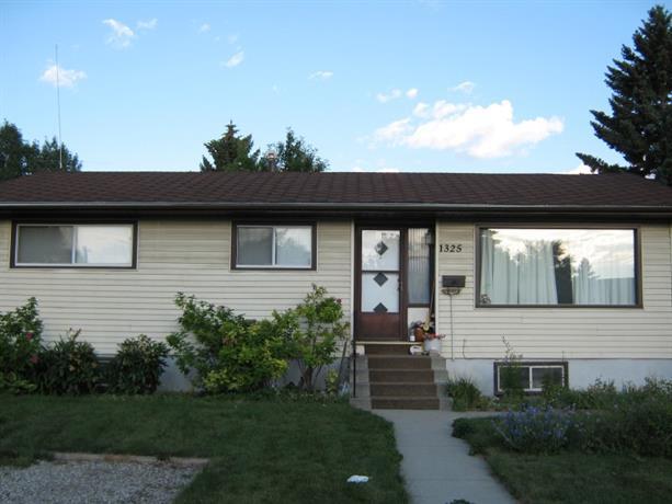Homestay in Northeast Calgary near Franklin Railway Station