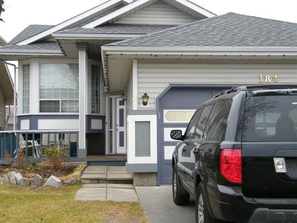 Homestay in Southeast Calgary near Riverstone Park