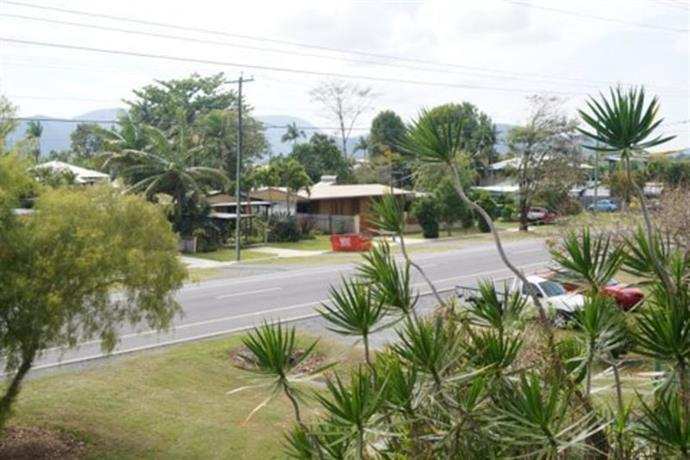 Homestay in Bungalow near Cazaly's Stadium