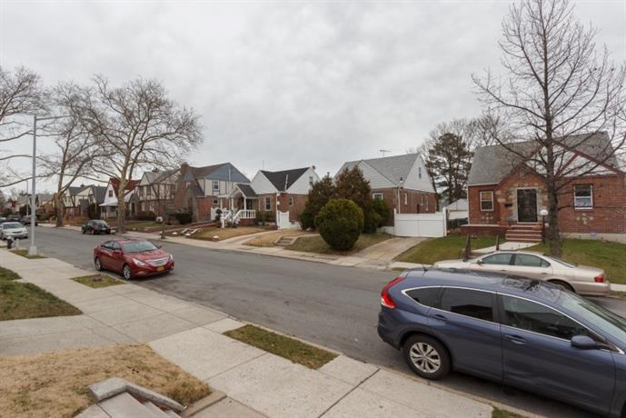 Homestay in Cambria Heights near Saint Albans Lirr Station