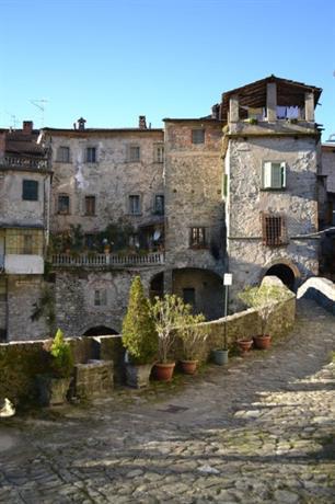 Homestay in Bagnone near Guglielmo Marconi Square