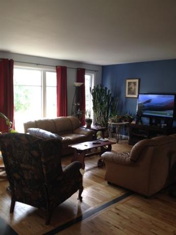 Homestay in L'Ancienne-Lorette near Quebec City Jean Lesage International Airport