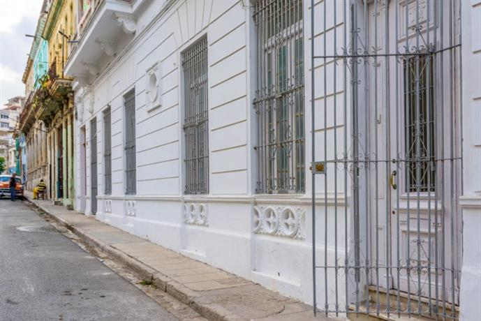 Homestay in Havana near University Park Los Martires