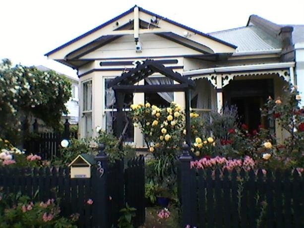 Homestay in Petone near Ava Railway Station