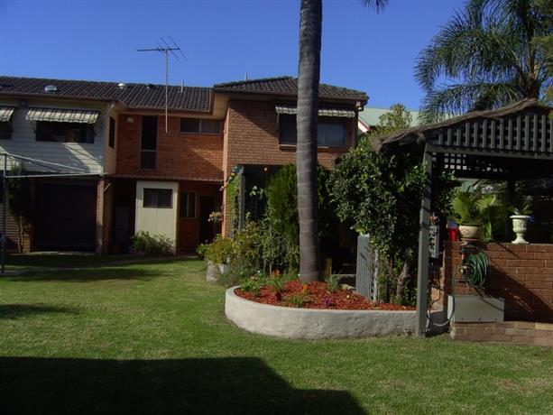 Homestay in Lansvale near Bankstown Airport
