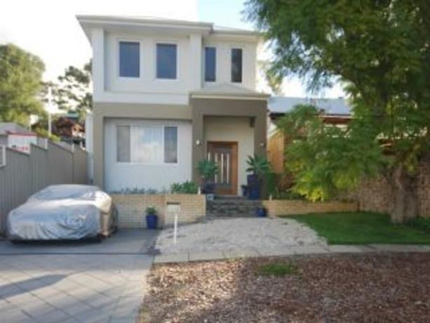 Homestay in Mt Claremont near Cottesloe Golf Club Inc
