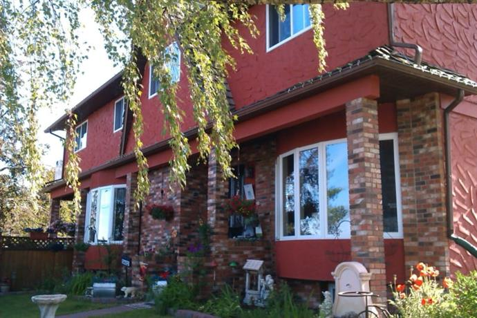 Homestay in Calgary near Peacekeeper Park