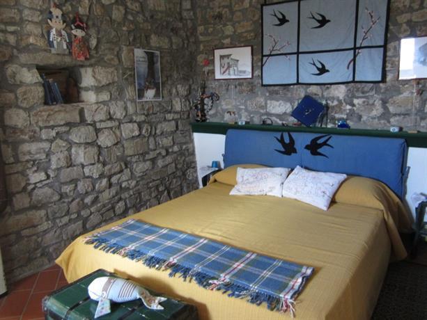 Homestay in Bagnone near Italy Square