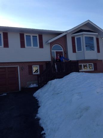 Homestay - Friendly young family in Halifax