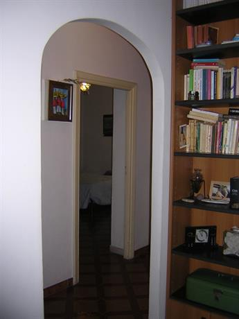 Homestay in Ardeatino near Marconi Metro Station