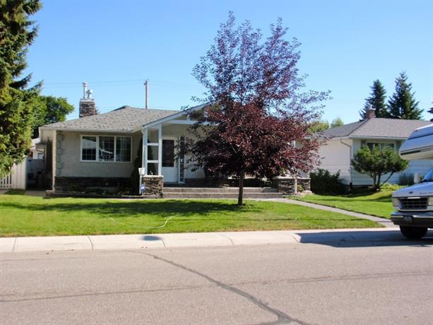 Homestay in Calgary near Heritage Park Historical Village