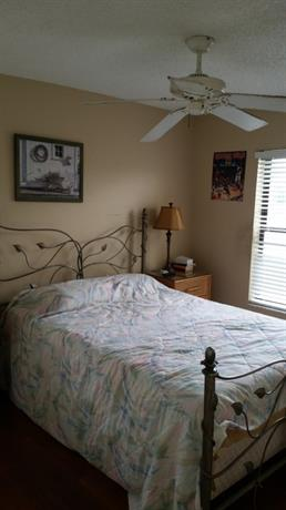 Homestay in Davie near Young at Art Museum
