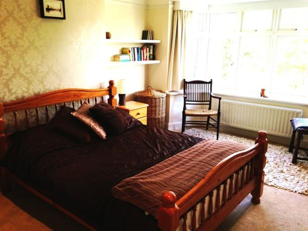 Homestay in Thames Ditton near Esher Railway Station