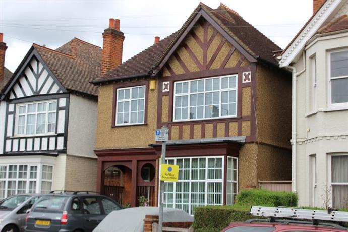 Homestay in Kingston upon Thames near Norbiton Railway Station