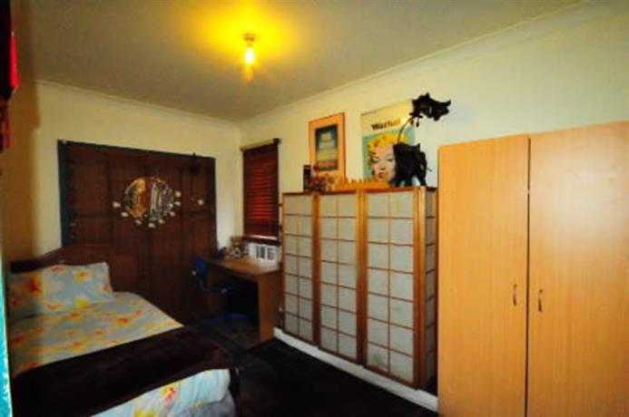 Homestay in Northcote near Dennis Railway Station