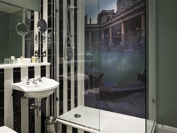 Francis Hotel Bath Feature Room