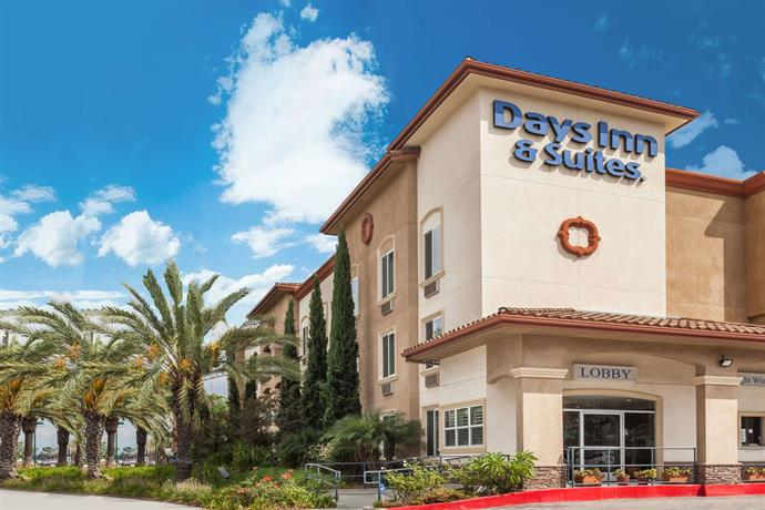 Days Inn & Suites by Wyndham Anaheim Resort