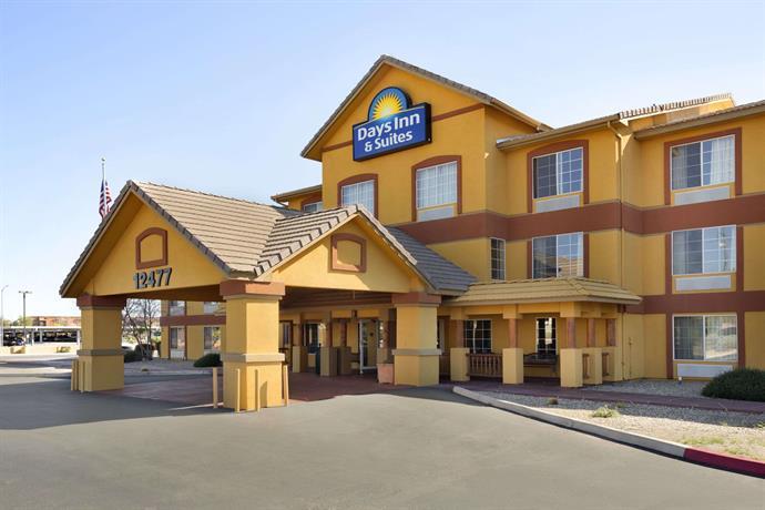 Days Inn  U0026 Suites By Wyndham Surprise