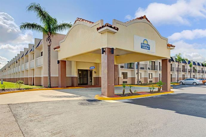 Americas best value inn tampa compare deals for Value lodge busch gardens tampa