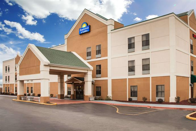 Days Inn & Suites by Wyndham Harvey Chicago Southland