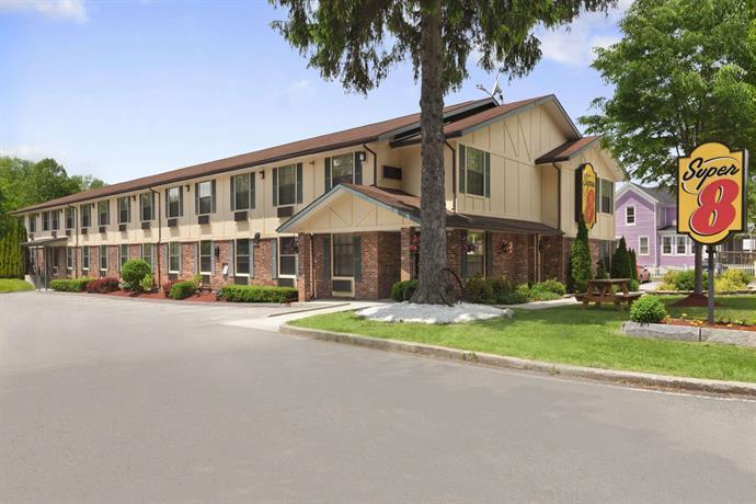 Super 8 Motel Lee / Berkshires / Outlet Area
