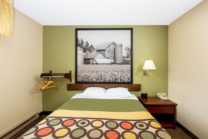 About Super 8 Motel Fairmont Minnesota