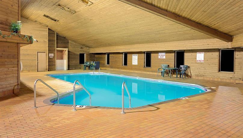 super 8 motel sturgeon bay compare deals. Black Bedroom Furniture Sets. Home Design Ideas