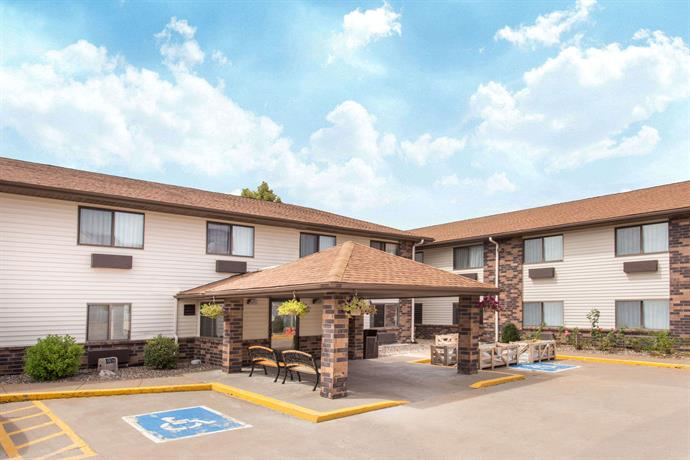 Days Inn and Suites Davenport East