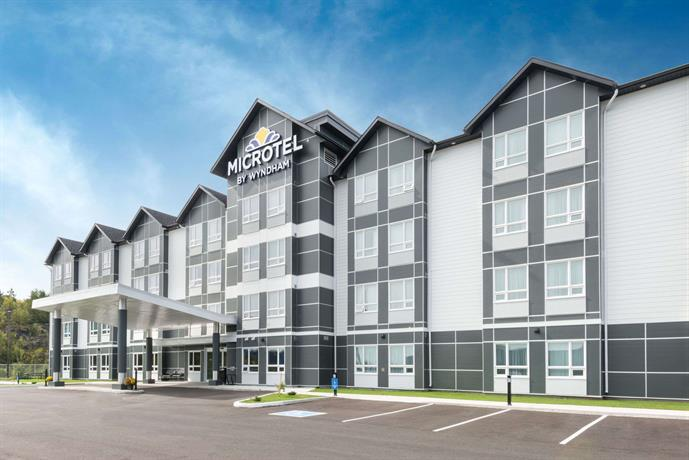 Providing free WiFi, Microtel Inn & Suites is located in Brandon. This 3-star hotel offers a hour front desk and a concierge service. Rooms are complete with a private bathroom, while certain units at the hotel also have a seating area.