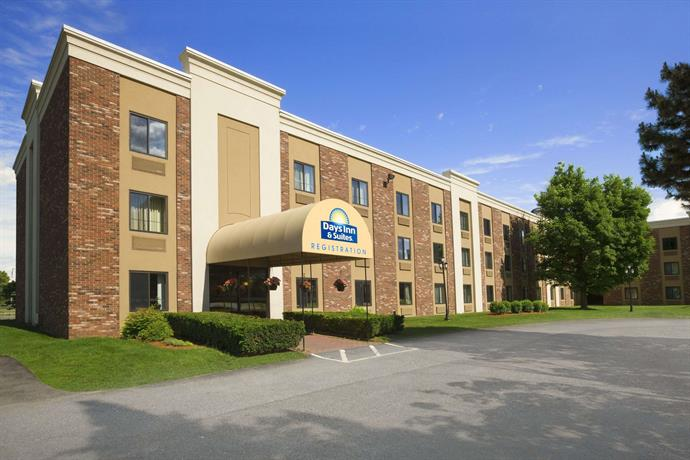 Days Inn & Suites by Wyndham Plattsburgh