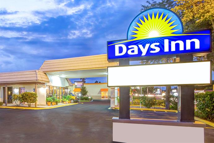 Days Inn by Wyndham St Petersburg Central