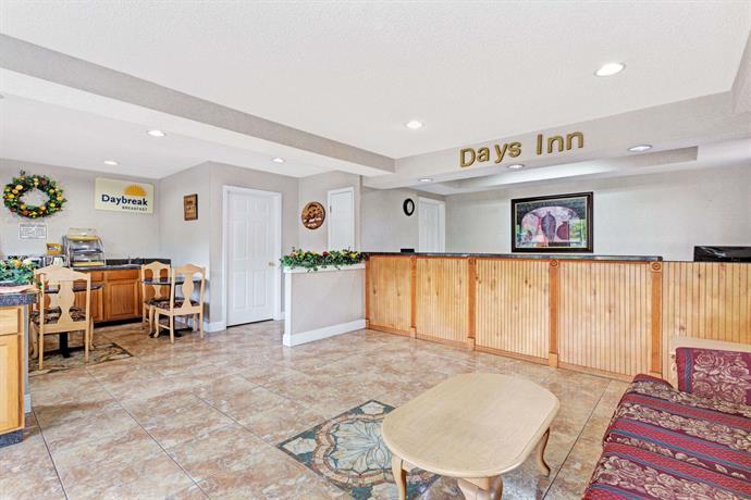days inn daytona beach compare deals. Black Bedroom Furniture Sets. Home Design Ideas