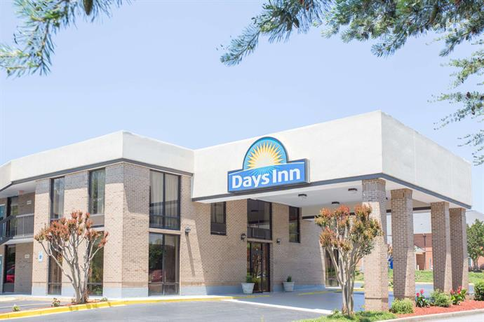 Days Inn by Wyndham Easley West Of Greenville Clemson Area