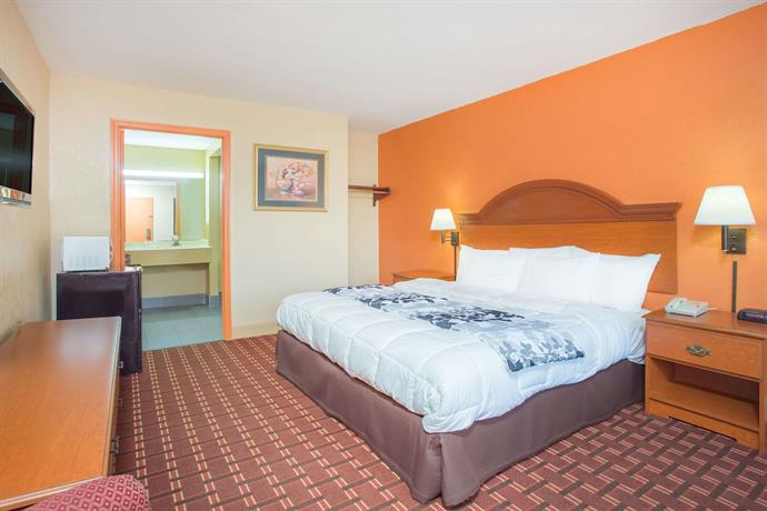 Days Inn By Wyndham Athens Athens Tennessee Compare Deals