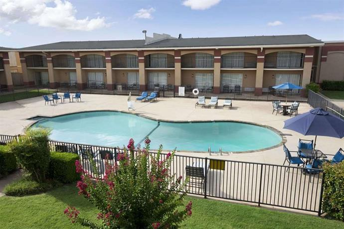 Howard Johnson by Wyndham Oklahoma City Motel