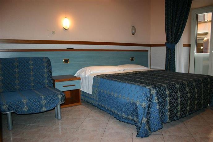 Hotel soggiorno blu rome compare deals for Soggiorno blu hotel roma
